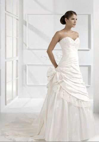 Colet italy wedding dress style cn61470 onewed for Italian design wedding dresses