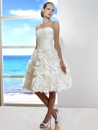 Luxury Strapless Handmade Flower Short Bridal Gown